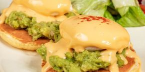 "Eggs ""Benedict"" Avocado is waiting for you in Metropolis!"